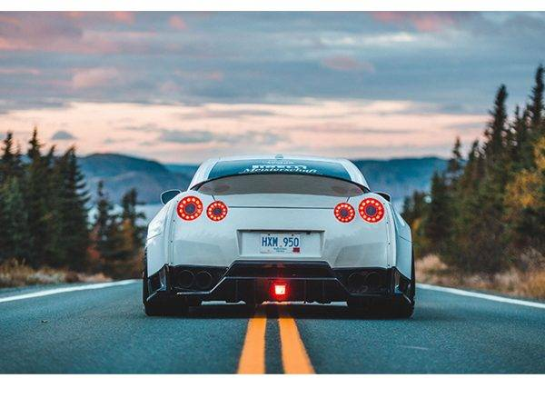 Nissan Skyline White Laminated Vinyl Cover Self-Adhesive for Desk and Tables